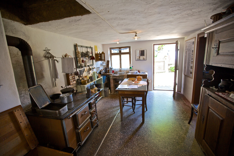 Vue générale de la cuisine de la Maison-Rurale de l'Outre-Forêt